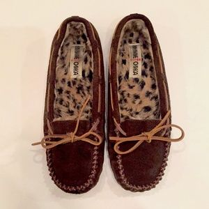 Minnetonka leather & fur lined moccasins